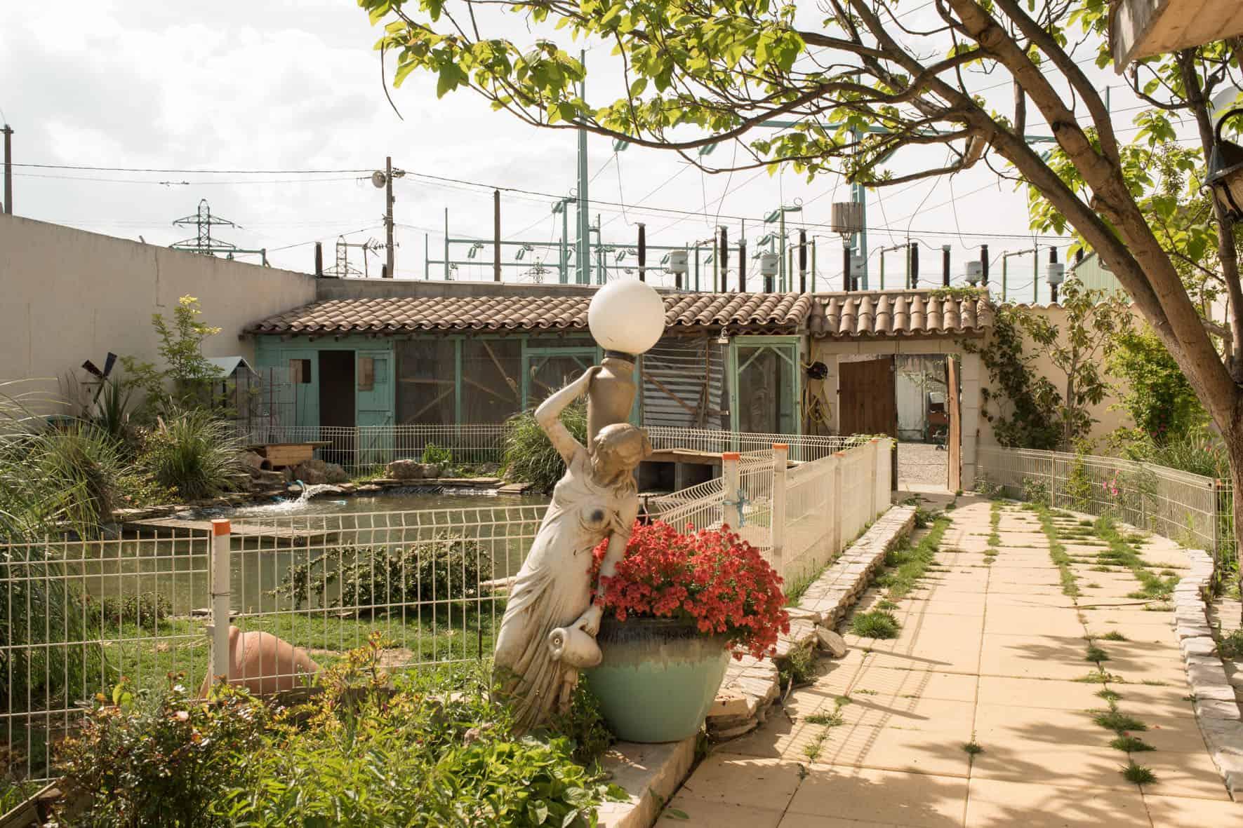 Aménagement paysager dans une cour d'une maison du quartier de l'Esperance